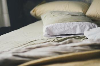 7 Memory Foam Pillow Benefits